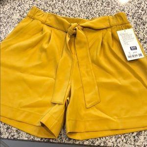 "Lululemon Noir Short 5.5"" size 12"